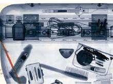 Va+a+vedere+la+Sindone+e+il+metal+detector+trova+il+dildo+nella+borsa