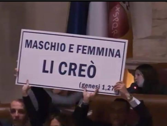 Roma%3A+caos+in+Campidoglio%2C+sospesa+la+seduta+sul+Registro+delle+Unioni