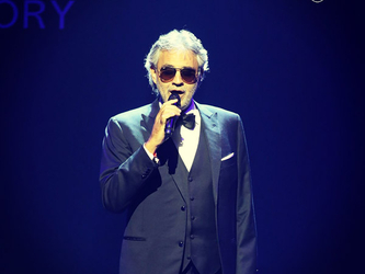 Asta folle a Cannes: anche un pranzo per dodici con Andrea Bocelli