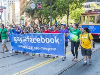 Facebook+apre+a+58+generi+e+Instagram+censura+un+bacio