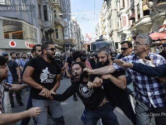 La polizia reprime con la violenza il pride di Istanbul