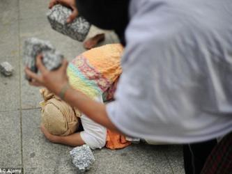 Orrore+in+Siria%3A+l%27Isis+giustizia+due+giovani+colpevoli+di+essere+gay