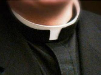 Pedofilia: arrestati un prete, un allenatore di calcio e un poliziotto