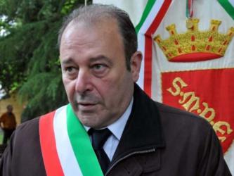Insultò il sindaco di Sulmona: assolto perché rispose a omofobia