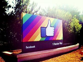 Facebook+chiede+scusa%3A+ora+le+drag+queen+potranno+usare+il+nome+d%27arte