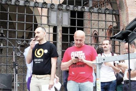 Vincenzo Branà (a sinistra) con Flavio Romani al Bologna Pride 2013