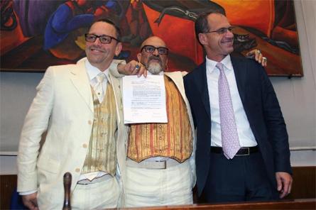 Fausto Schermi ed Elwin Van Dijk con il sindaco Stefano Aguzzi il 17 maggio scorso