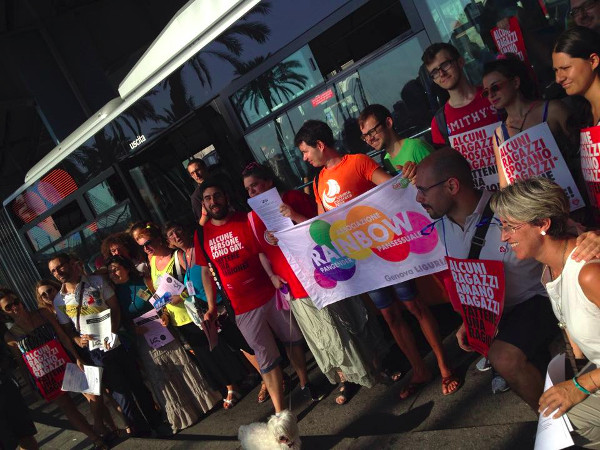 La manifestazione delle associazioni LGBT genovesi