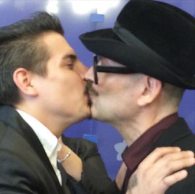 Il bacio censurato da Instagram