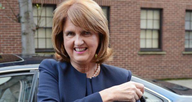 La ministra Burton