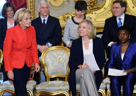 Emma Bonino (in piedi a sinistra) e Josefa Idem (seduta al centro)