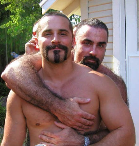 http://www.gay.it/foto_articoli/originali/mu/musclebear4.jpg