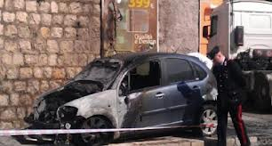 La macchina di Pandolfo bruciata
