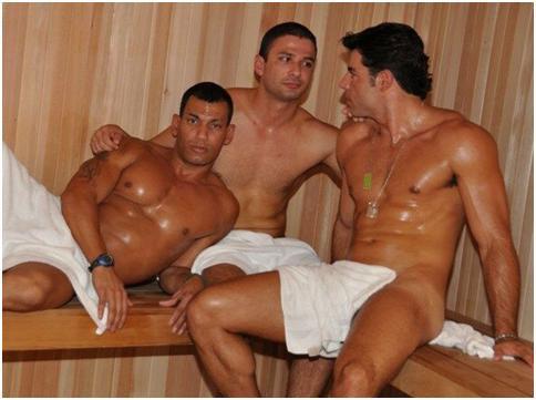 La dotazione da sauna prevede anche la distribuzione di ciabattine in.