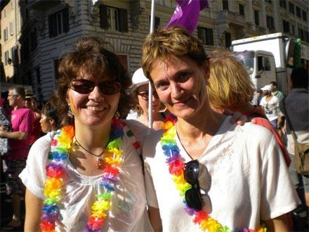 Alessandra Brussato e Manuela Vinay durante unam anifestazione per i diritti delle persone lgbt