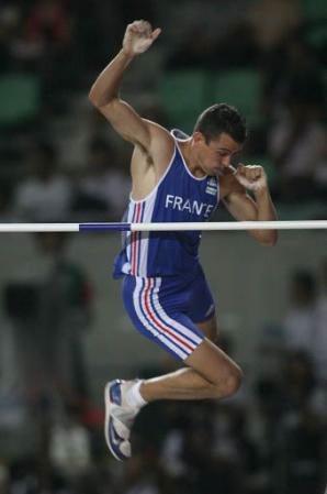 La protesta di Romain Mesnil: correre nudo con l'asta