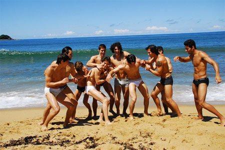 Metti dieci ragazzi in spiaggia...