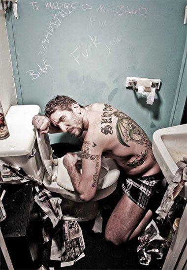 Jhon e gli scatti trash in bagno