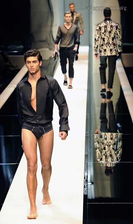 Jesus Luz in Italia sfila per Dolce e Gabbana