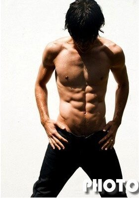 Julian Jil tra capoeira, moda e teatro