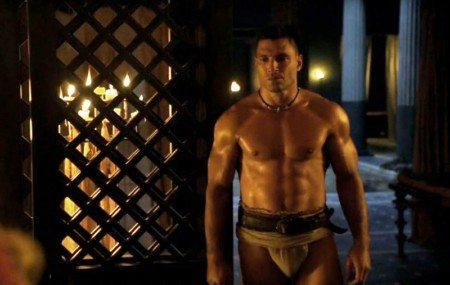 Prima scena di sesso gay tra gladiatori in