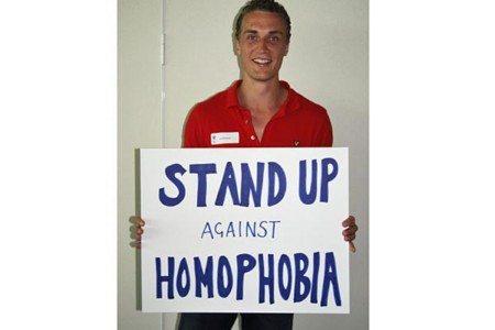 Trenta calciatori contro l'omofobia