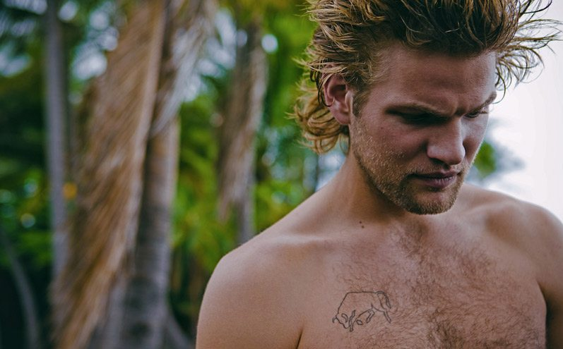 GQ rivela i corpi dei surfisti hawaiani di Michele Laurita