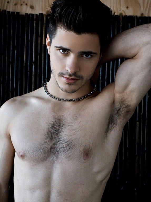 Francese, 22 anni, modello: ecco Matthieu Charneau