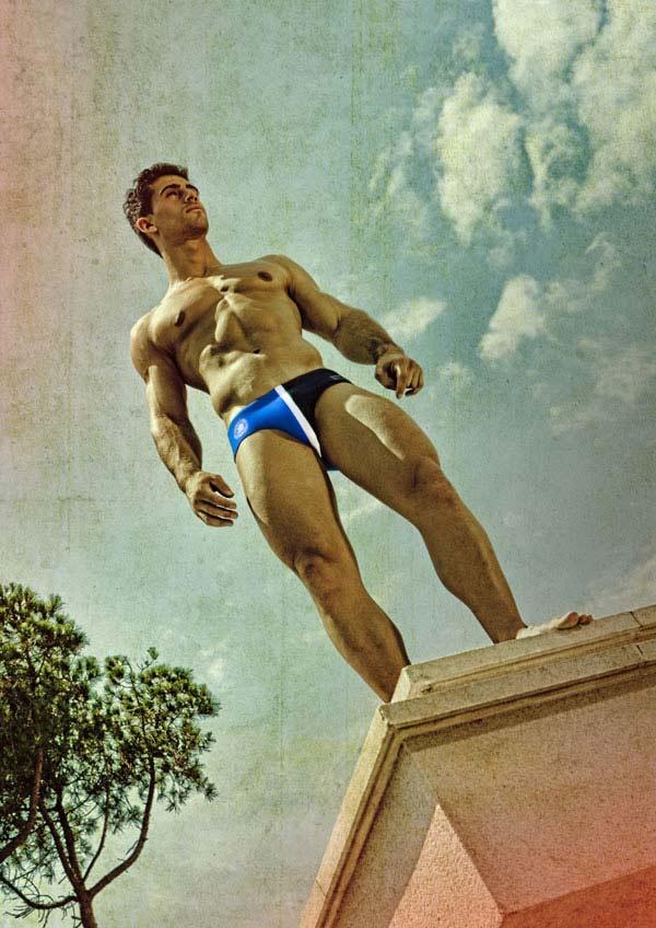 Nuova campagna Swimwear di ES: bagnati a bordo piscina
