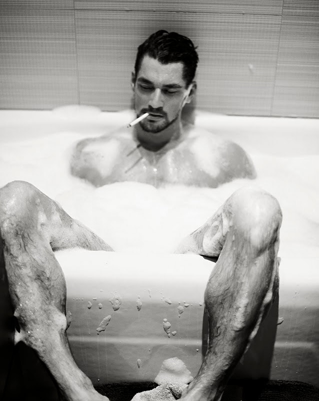 David Gandy nudo. D&G gli dedicano un intero libro. Le foto