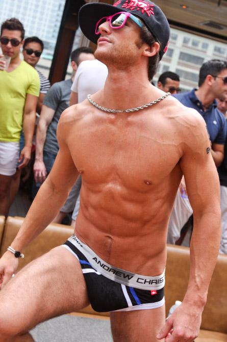 Come sconfiggere la calura: tutti nudi in terrazza