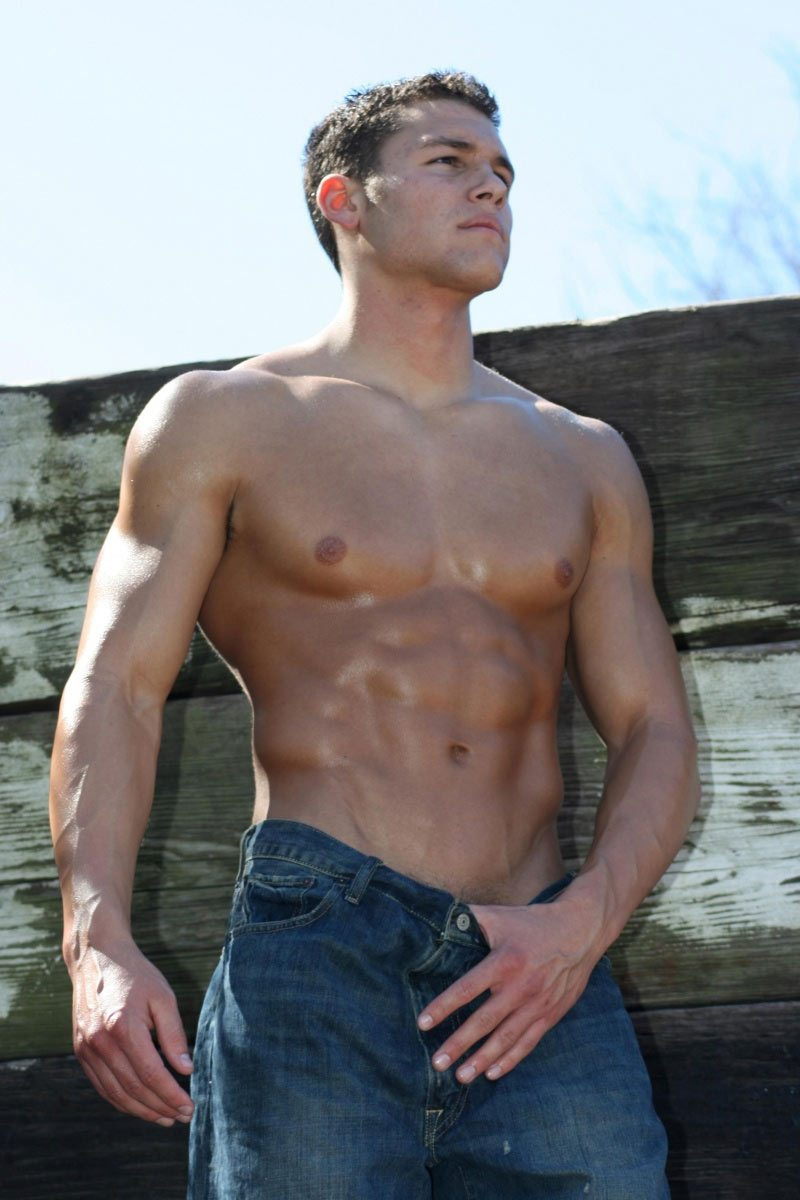 Corey Saucier, lo studente con i pettorali da cow boy
