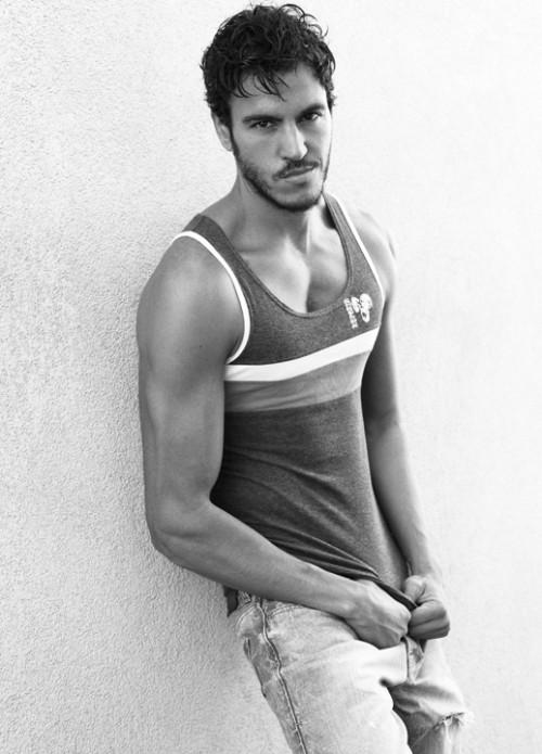 Il top model spagnolo Juan Yanes fotografato da Greg Vaughan