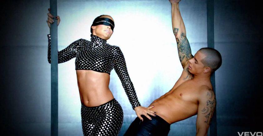 J.Lo e il suo toy boy Casper Smart nella clip di Dance Again