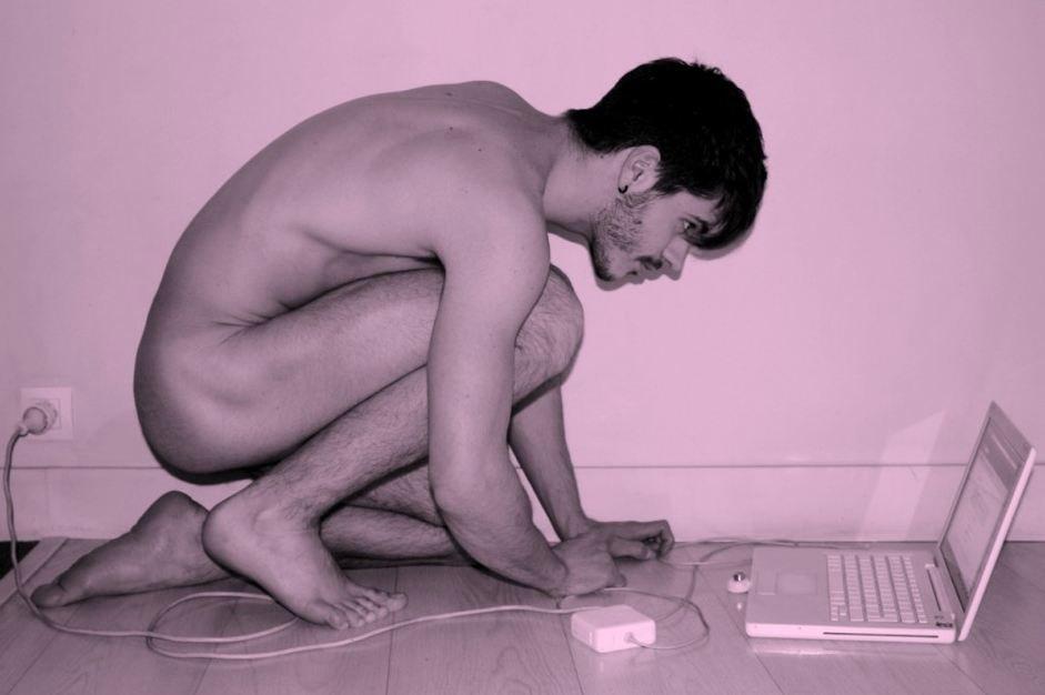 Matthieu: il fascino della depilazione in un bagno di Parigi