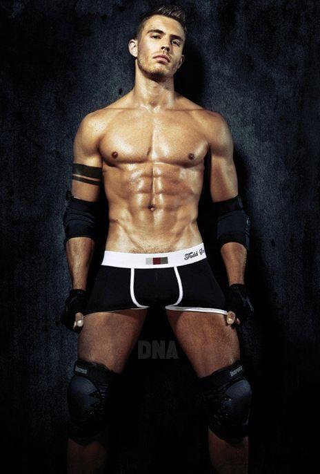 Lo sportswear del modello su DNA