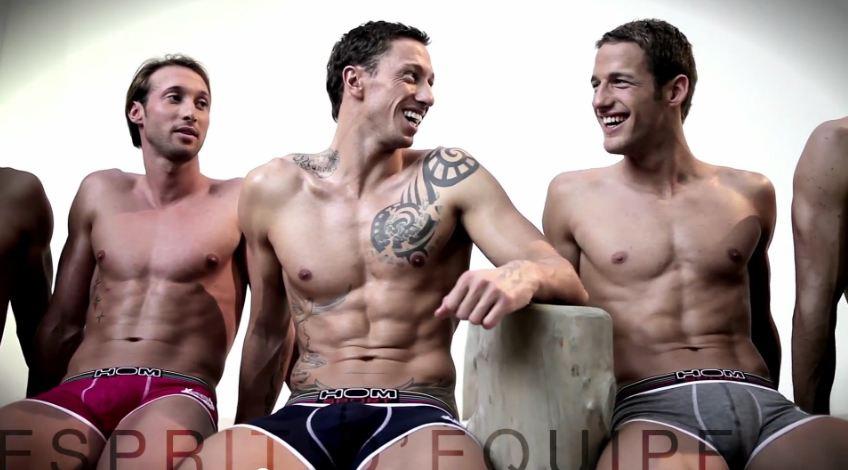I nuotatori della nazionale francese in posa per Hom