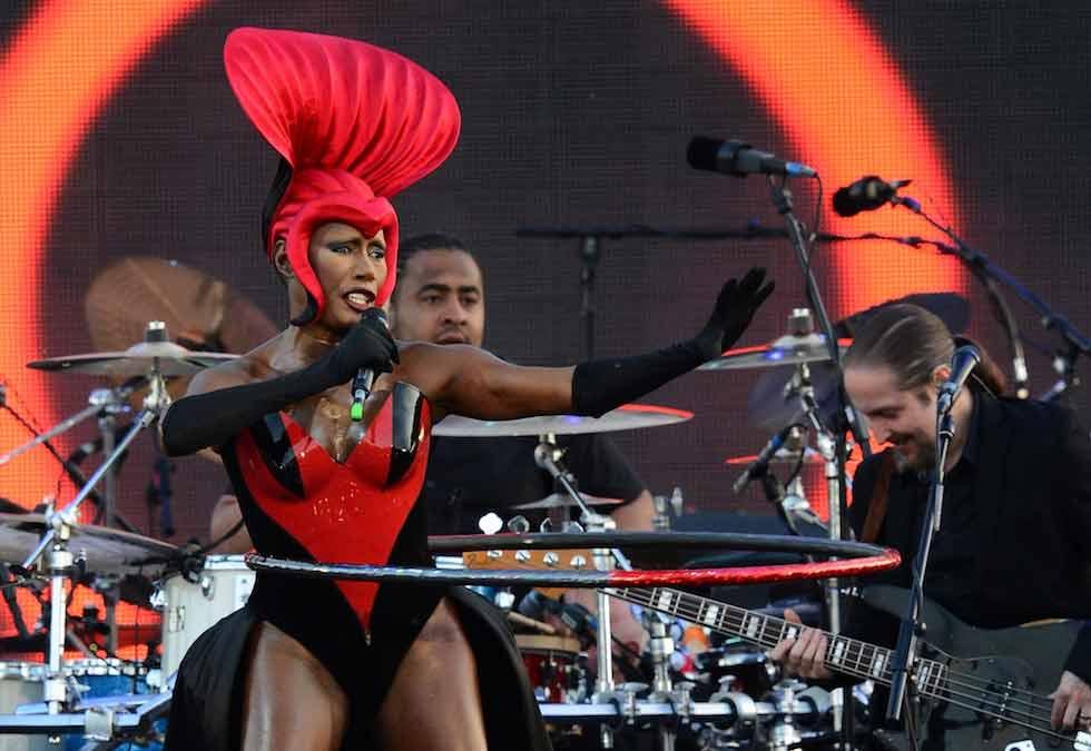 Da Sir Elton a Grace Jones: tutti sul palco per la Regina