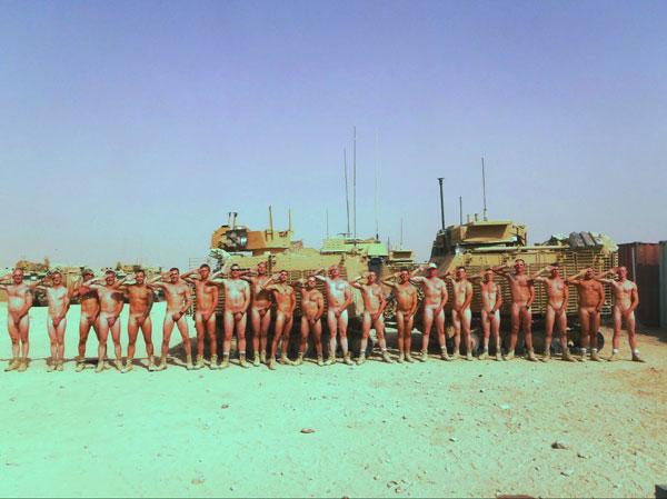 Soldati come il principe Harry, tutti nudi in Afghanistan
