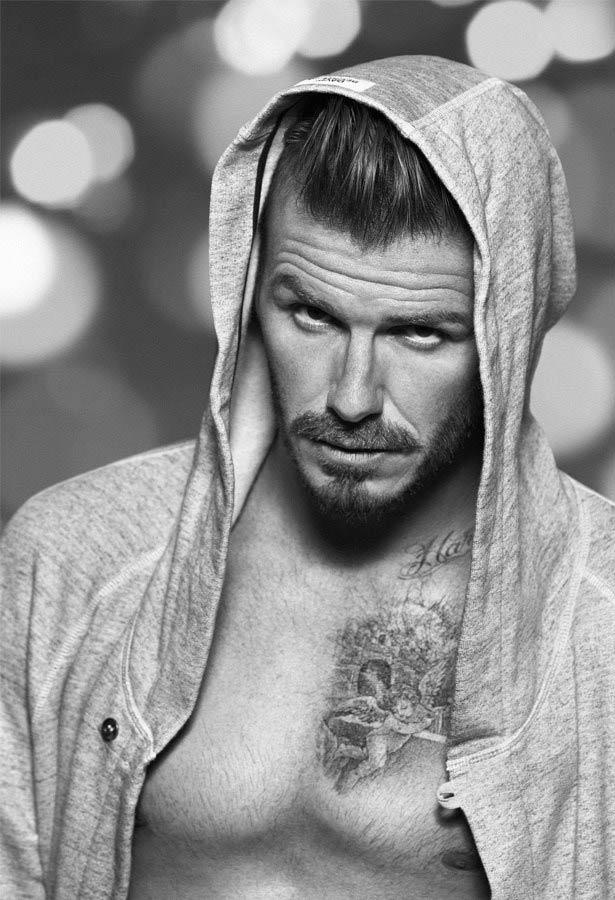 David Beckham in slip: la collezione H&M bodywear di Natale