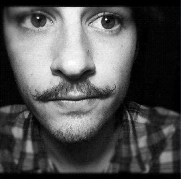 Movember: tutti con i baffi lunghi per una buona causa