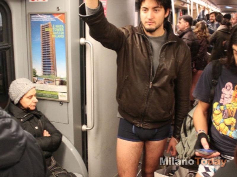 No Pants Subway Ride 2013: tutti in mutande in metro a Milano