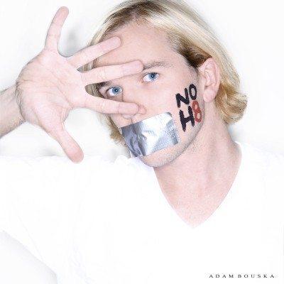 Supergallery: Centinaia di facce contro l'odio