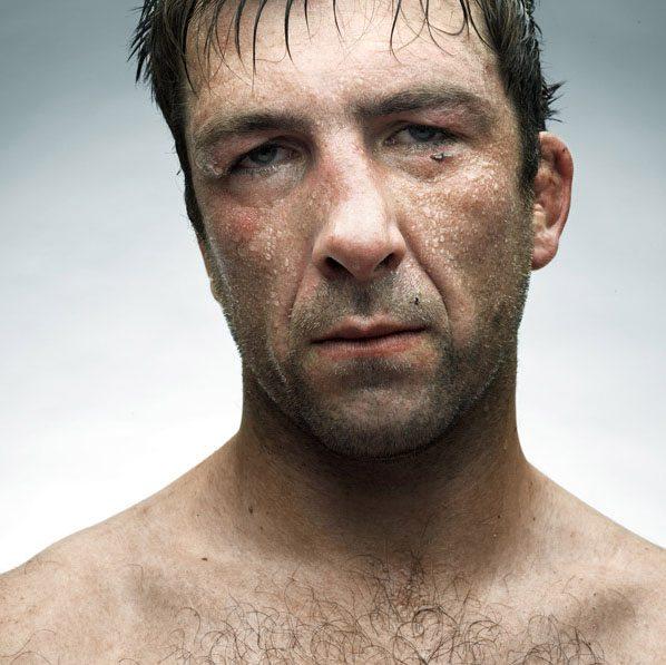 Le facce rotte dei rugbisti fotografate da Denis Rouvre