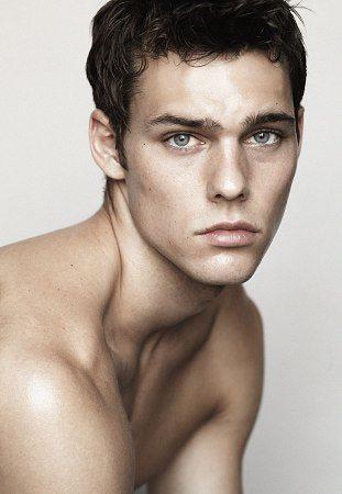 Holden Nowell, esempio di perfezione