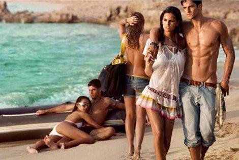 La campagna estiva Armani Exchange 08