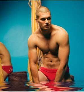 Nuotatori australiani, in vendita i costumi