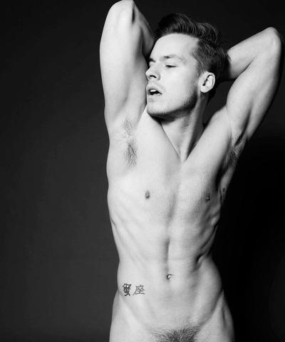 Jason Beitel: un corpo che è un'opera a cui i fotografi non resistono