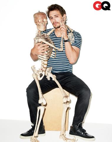 James Franco e il ballo con lo scheletro, dissacrante su GQ