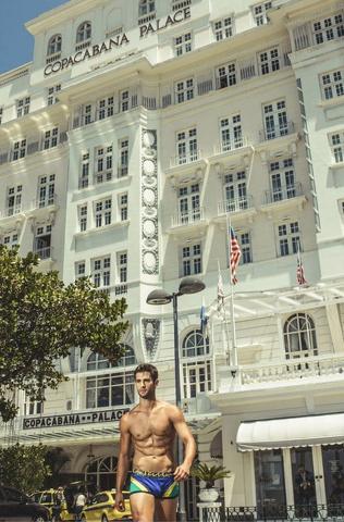 L'estate si avvicina e Rounderwear mette a nudo un altro brasiliano